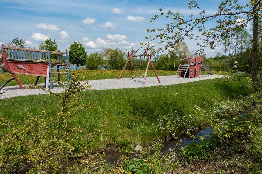 Spielplatz Niedersonthofen auf der Kinderwagen- Wanderunger See